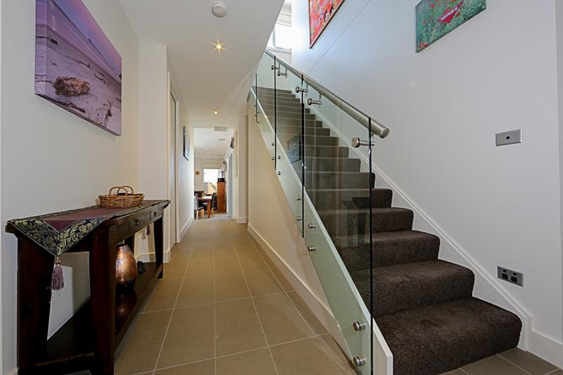 guiselly aluminium picket balustrade flight stairways. Black Bedroom Furniture Sets. Home Design Ideas